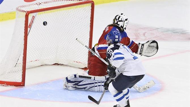 STO10. Malmo (Sweden), 28/03/2015.- Finland's Minttu Tuominen (15) scores her penalty shot during the 2015 IIHF Ice Hockey Women's World Championship group A match between Finland and Russia at Malmo Isstadion in Malmo, southern Sweden, 28 March 2015. Finland won the match 3-2. (Finlandia, Rusia, Suecia) EFE/EPA/CLAUDIO BRESCIANI SWEDEN OUT