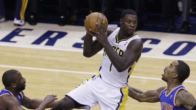 Indiana Pacers guard Lance Stephenson, center, looks to pass between New York Knicks guard Raymond Felton, left, and guard J.R. Smith during the first half of Game 4 of the Eastern Conference semifinal NBA basketball playoff series, in Indianapolis on Tuesday, May 14, 2013. (AP Photo/Michael Conroy)