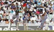 England&#39;s Ian Bell (right) hits a shot watched by South African wicketkeeper AB de Villiers during day 5 of the Test match between England and South Africa at the Oval in London