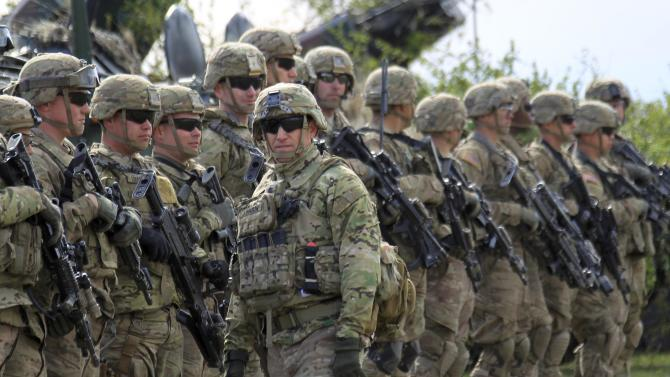 """U.S. army soldiers take part in the """"Wind Spring 15"""" military exercises at Smardan shooting range"""