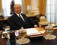 Ku Li rains criticism on Najib's economic plans