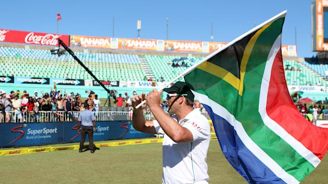 Jacques Kallis acknowledges the crowd in a lap of honour around the field at the second Test between India and South Africa in Durban on December 30, 2013