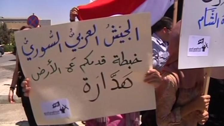 "Protesters against U.S. military intervention cry ""Hands off Syria"" internationally"