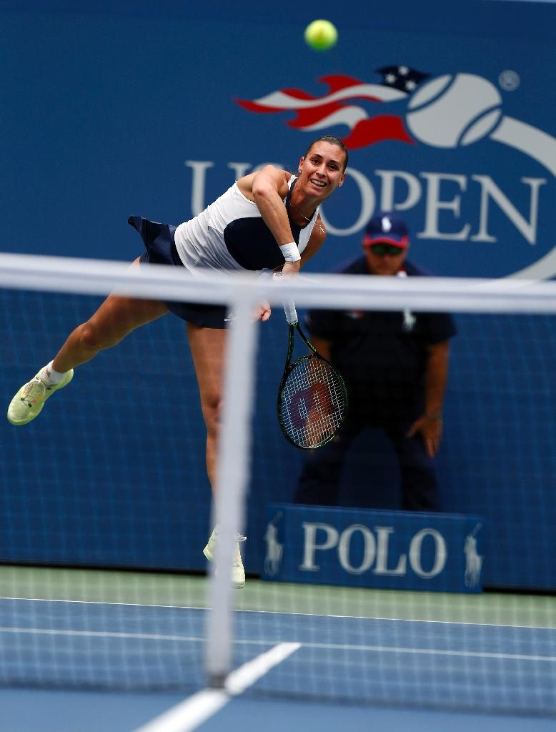 Flavia Pennetta of Italy serves to Roberta Vinci of Italy during their US Open 2015 women's single final match at the USTA Billie Jean King National Center, September 12, 2015 in New York (AFP Photo/Kena Betancur)