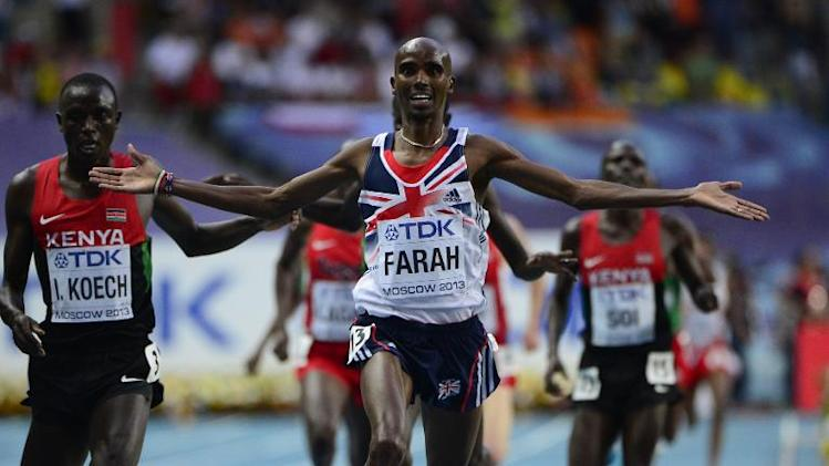 Britain's Mo Farah (C) wins the men's 5000 metres final at the 2013 IAAF World Championships at the Luzhniki stadium in Moscow on August 16, 2013