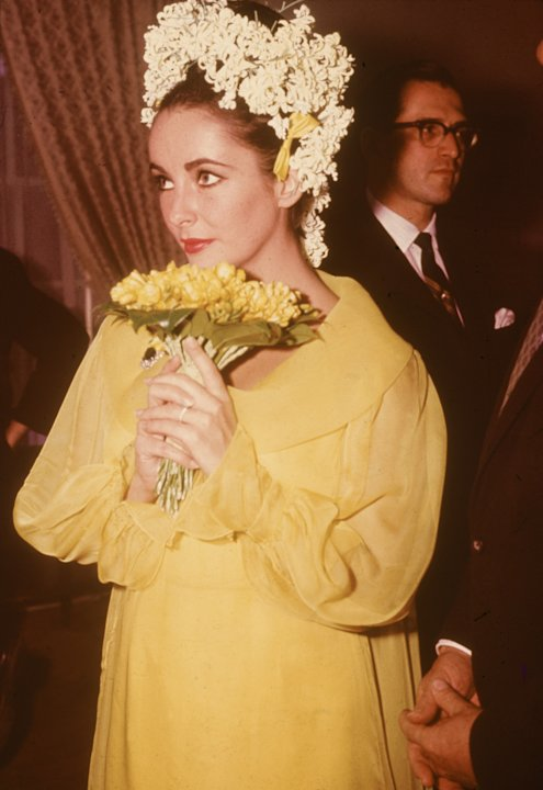 Her first wedding to Richard Burton, 1964