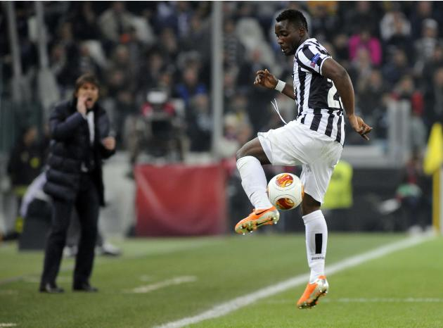 Juventus' Kwadwo Asamoah controls the ball during their Europa League soccer match against Fiorentina at Juventus stadium in Turin