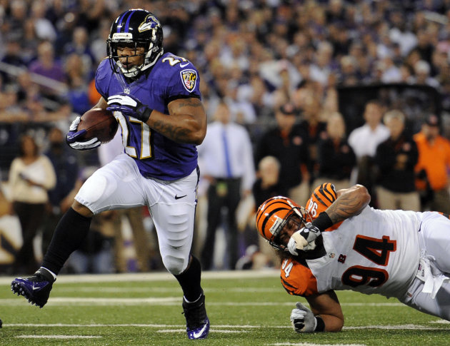 Baltimore Ravens running back Ray Rice, left, rushes past Cincinnati Bengals defensive tackle Domata Peko for a touchdown in the first half of an NFL football game in Baltimore, Monday, Sept. 10, 2012