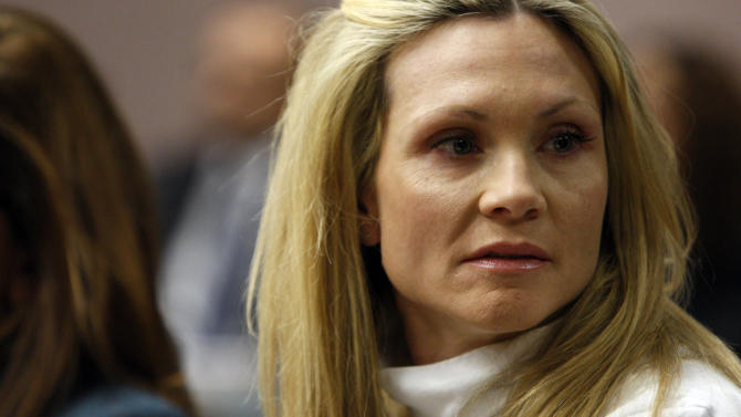 """Former """"Melrose Place"""" actress Amy Locane-Bovenizer, 40, of Hopewell Township, N.J., looks to her husband and mother as the jury in her trial returns a verdict on Tuesday, Nov. 27, 2012 in Somerville, N.J.   The jurors convicted Locane-Bovenizer of vehicular homicide, but acquitted her of a more serious charge, aggravated manslaughter, in the 2010 accident that killed a 60-year-old woman. Somerset County prosecutors said Locane-Bovenizer's blood-alcohol level was nearly three times the legal limit when the crash occurred on a dark two-lane road in Montgomery Township. The defence conceded she was driving under the influence. But her lawyer claimed a woman was chasing her after an earlier accident, forcing her to speed.  (AP Photo/The Star-Ledger, Robert Sciarrino, Pool)"""