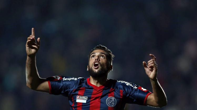 Emmanuel Mas of San Lorenzo celebrates scoring against Bolivar during Copa Libertadores semi-final in Buenos Aires