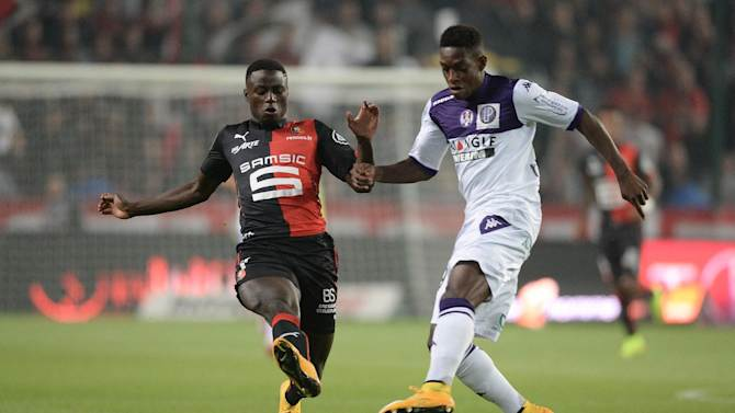 Rennes' French Cameroonian forward Paul-Georges Ntep (L) vies with Toulouse's Swiss defender Jacques-François Moubandje during the French L1 football match between Rennes and Toulouse on September 23, 2014 in Rennes, western France