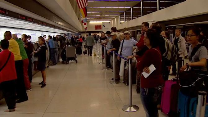 Sandy affects thousands of flights; passengers could be stranded for days