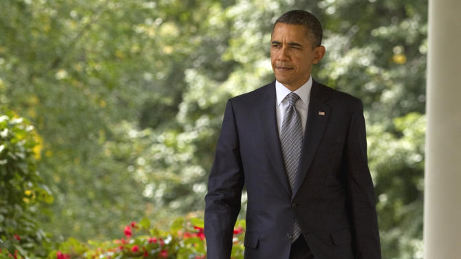 President Barack Obama walks from the Oval Office to the the Rose Garden of the White House in Washington, Monday, Sept. 19, 2011, to talk about deficit reduction.  (AP Photo/Evan Vucci)