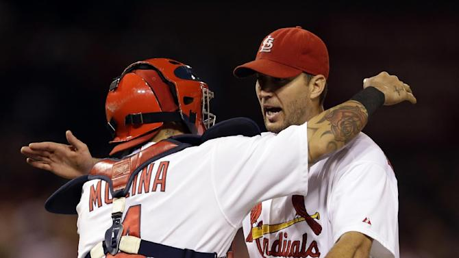 Wainwright shutout, 19th win as Cards beat Brewers