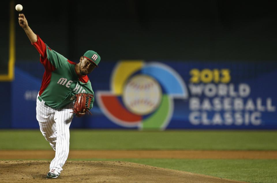 Mexico's Yovani Gallardo throws a pitch against the United States in the first inning during a World Baseball Classic baseball game on Friday, March 8, 2013, in Phoenix. (AP Photo/Ross D. Franklin)