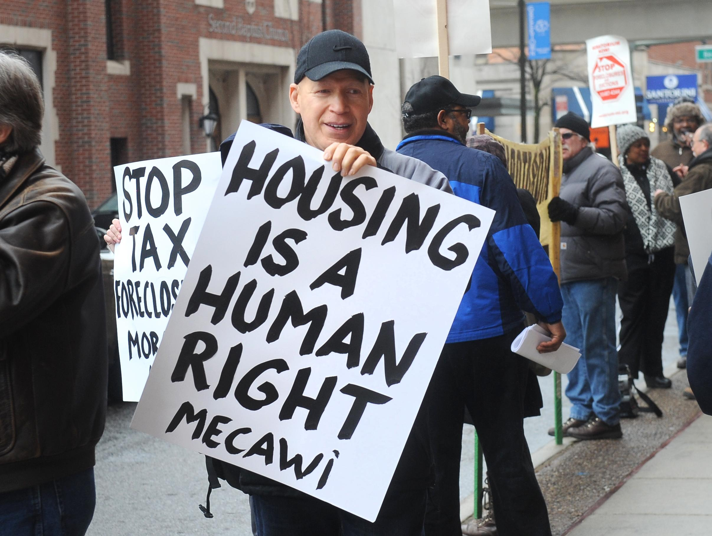 Thousands of Detroit-area homeowners try to stop foreclosure