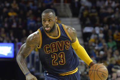 NBA playoffs schedule and results: Cavs, Bulls, Warriors each look for 3-0 leads