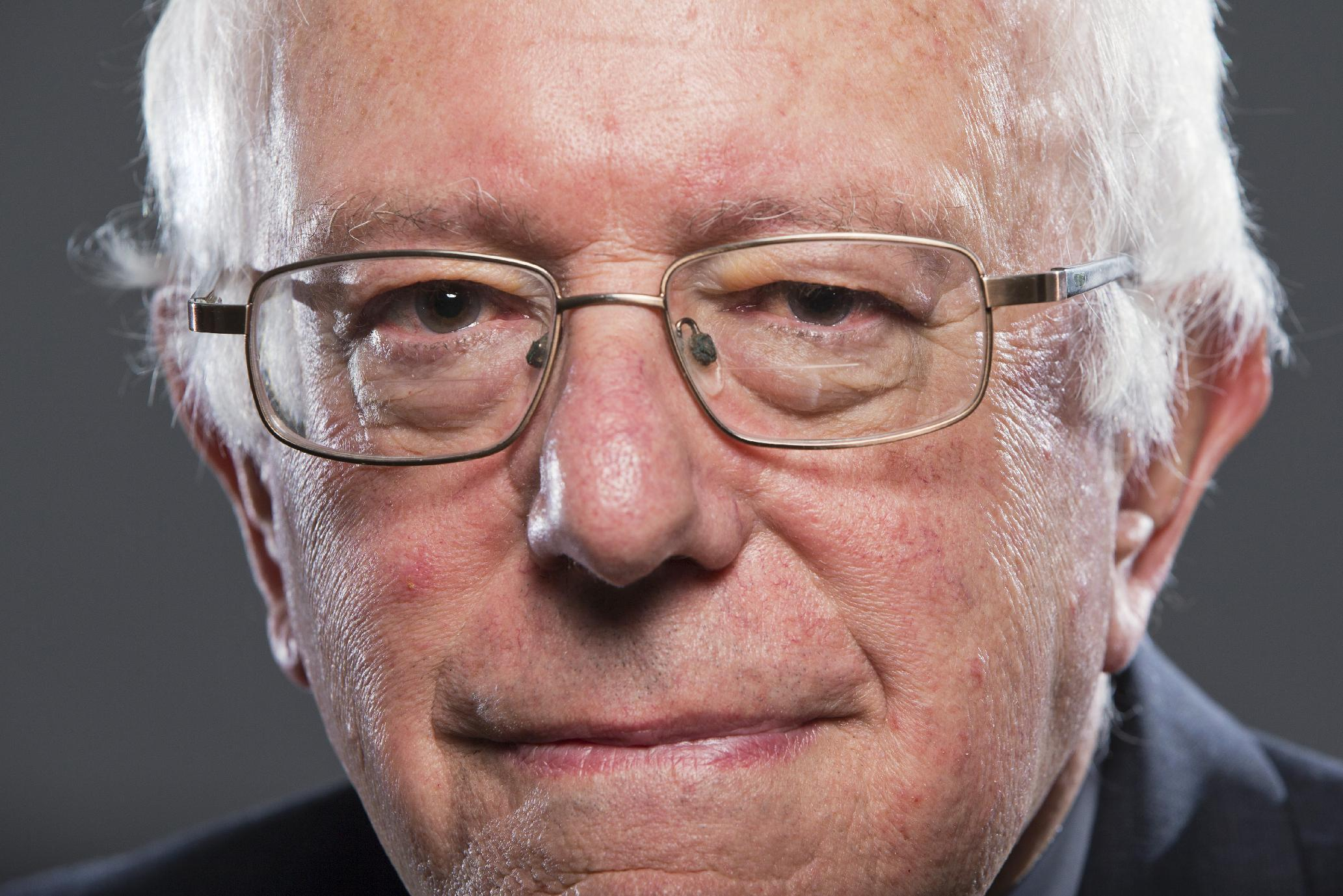 Launching campaign, Sanders appeals to party's Warren wing