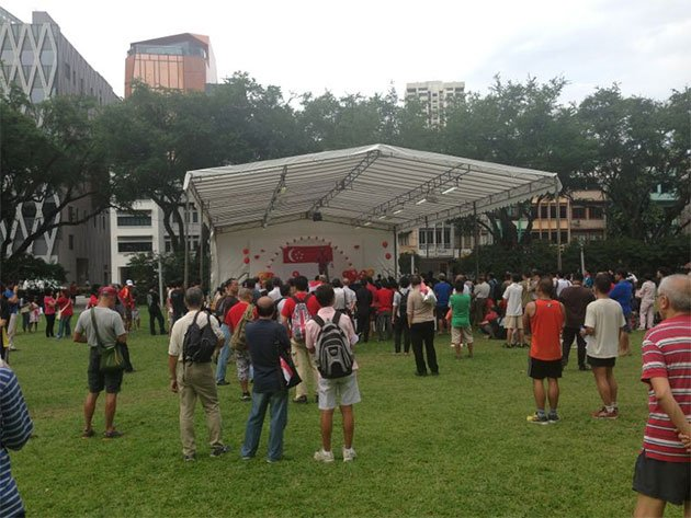 People at the Speaker's Corner at Hong Lim Park on 9 August 2013. (Yahoo! photo)