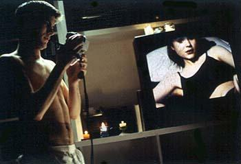 Ricky Fitts (Wes Bentley) videotapes Jane Burnham ( Thora Birch ) in American Beauty