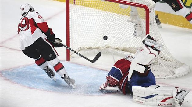 Ottawa Senators' Cory Conacher (L) scores on Montreal Canadiens' goalie Peter Budaj (Reuters)
