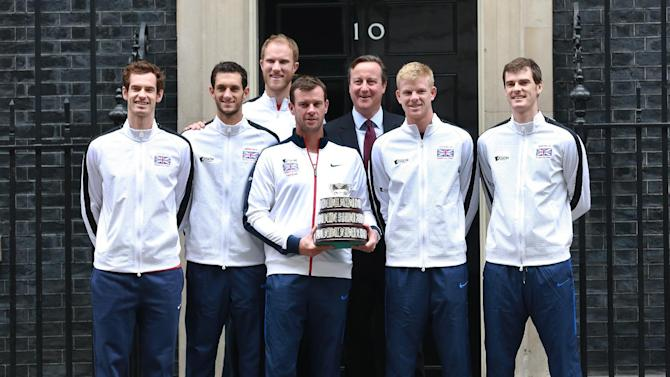Prime Minister David Cameron poses with Great Britain's Davis Cup Team Andy Murray, James Ward, Dominic Inglot, captain Leon Smith, Kyle Edmund and Jamie Murray