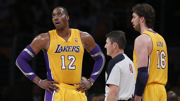 Los Angeles Lakers Dwight Howard (2nd L) protests a foul call as Pau Gasol of Spain (R) looks on