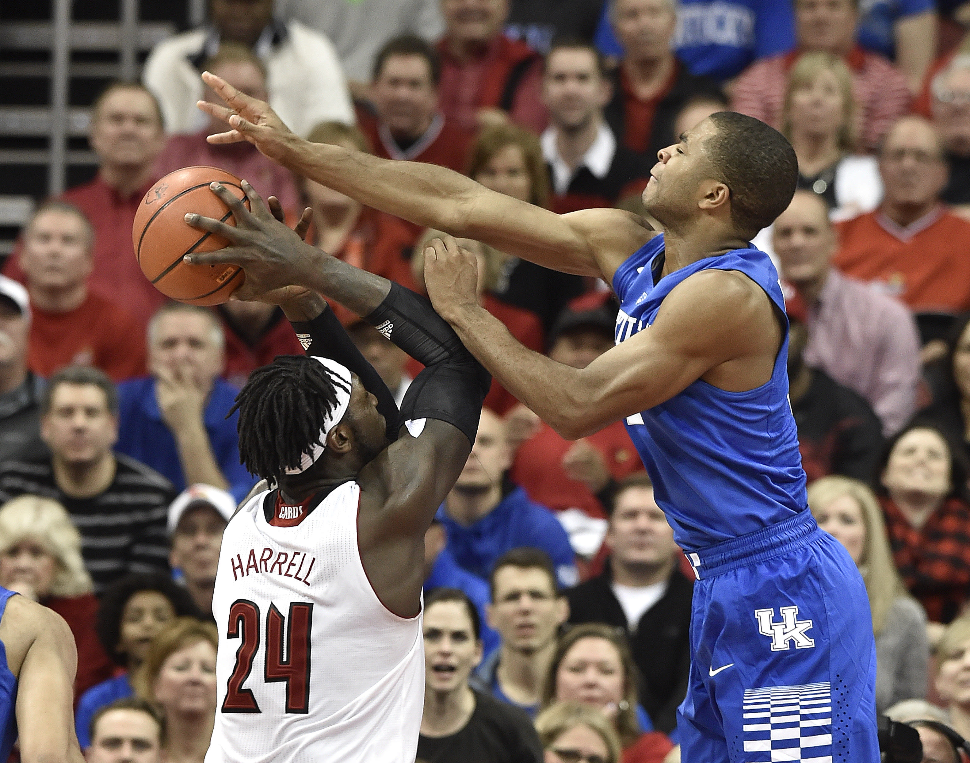 Top-ranked Kentucky heads into 9-day layoff