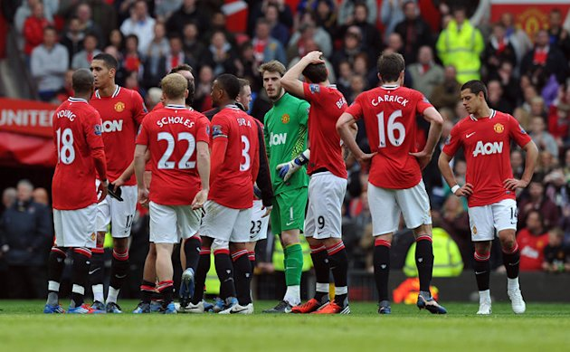 Manchester United Players Stand Together On The Pitch 