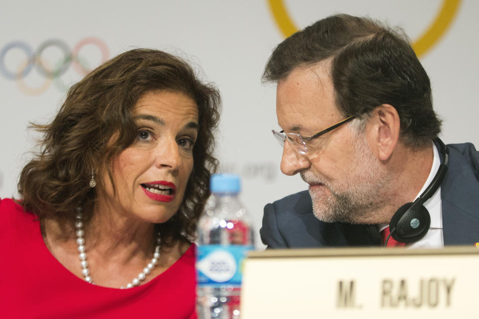 Madrid's Mayor Ana Botella, left, and Spain's Prime Minister Mariano Rajoy talk during a news conference after Madrid's Olympic bid presentation in Buenos Aires, Argentina, Saturday, Sept. 7, 2013. Madrid, Istanbul and Tokyo are competing to host the 2020 Summer Olympic Games. (AP Photo/Victor R. Caivano)