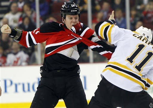 Bruins score 4 in third to beat Devils, 4-1