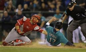 Conger, Trumbo homer to power Angels over Seattle