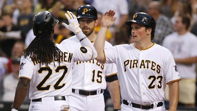 McCutchen homers, Pirates top Cubs 6-2