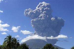 The Chaparrastique volcano spews ash in the municipality …