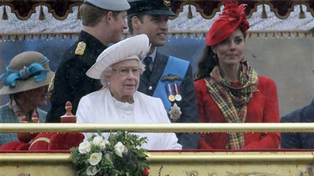 UK Queen leads 1,000 boat flotilla for Diamond Jubilee