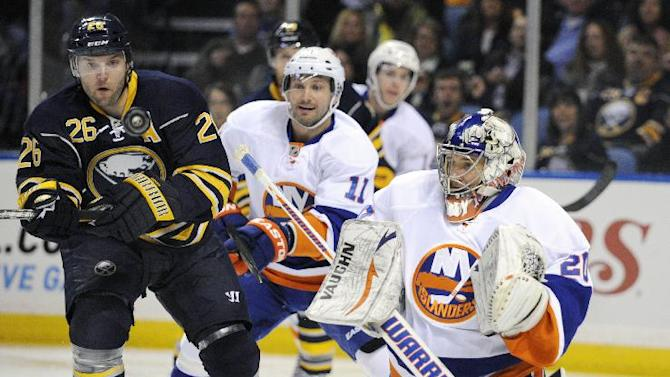 Surprised Vanek joins Isles after trade by Sabres