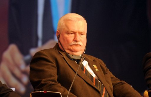 Der ehemalige polnische Prsident und Friedensnobelpreistrger Lech Walesa hat sich abfllig ber Homosexuelle geuert. Schwule und lesbische Abgeordnete sollten in der letzten Reihe des Parlaments oder sogar auerhalb sitzen, da sie nur eine Minderheit reprsentierten