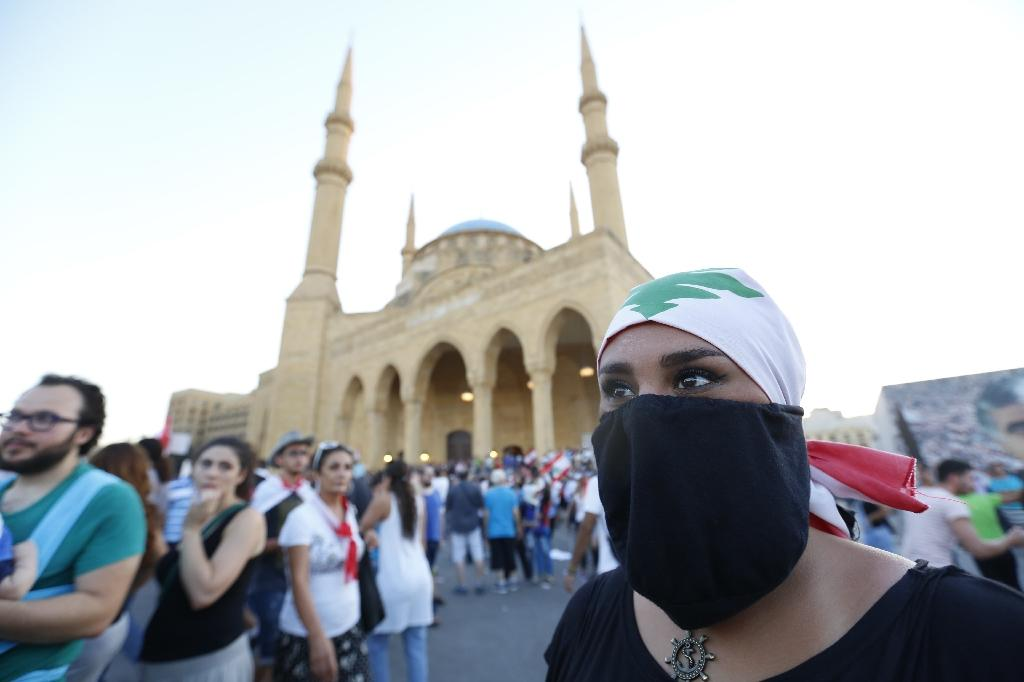 Lebanese in mass 'You Stink' rally against politicians
