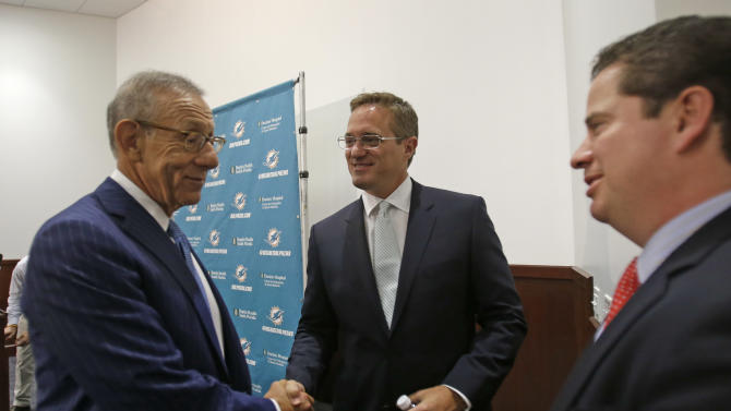 Former Padres exec hired as Dolphins president
