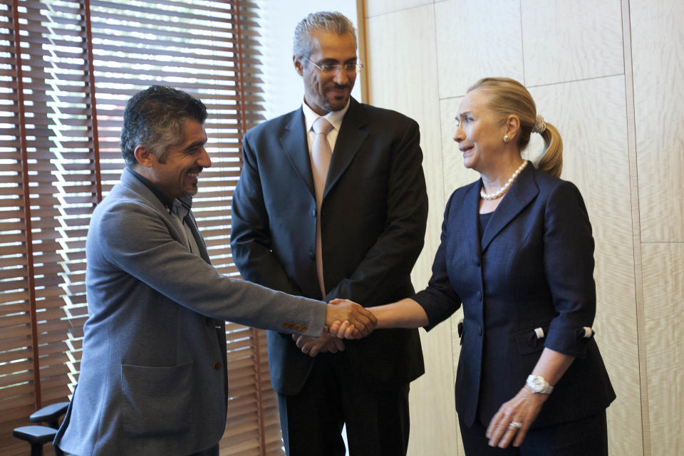 U.S. Secretary of State Hillary Rodham Clinton, right, meets with Syrian activists,  in Istanbul, on Saturday, Aug. 11, 2012. (AP Photo/Jacquelyn Martin, Pool)