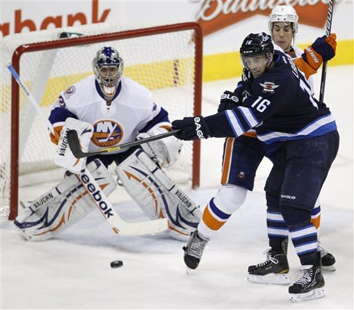 Parenteau scores SO winner, lifts Isles over Jets