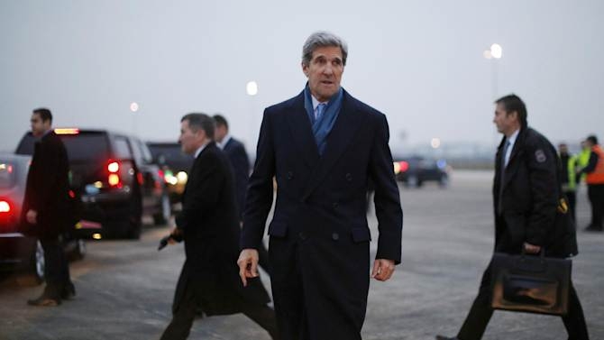 Secretary of State John Kerry  arrives in Paris, Tuesday, March 26, 2013.  Kerry went to Paris for talks with French officials about aid to the Syrian opposition and the situation in Mali.  (AP Photo/Jason Reed, Pool)