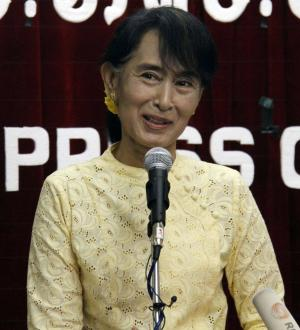 Myanmar opposition leader Aung San Suu Kyi talks to journalists during a press conference at the headquarters of her National League for Democracy Party in Yangon, Myanmar Tuesday, July 3, 2012. (AP Photo/Khin Maung Win)