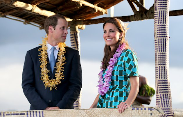 kate, william, baju pantai