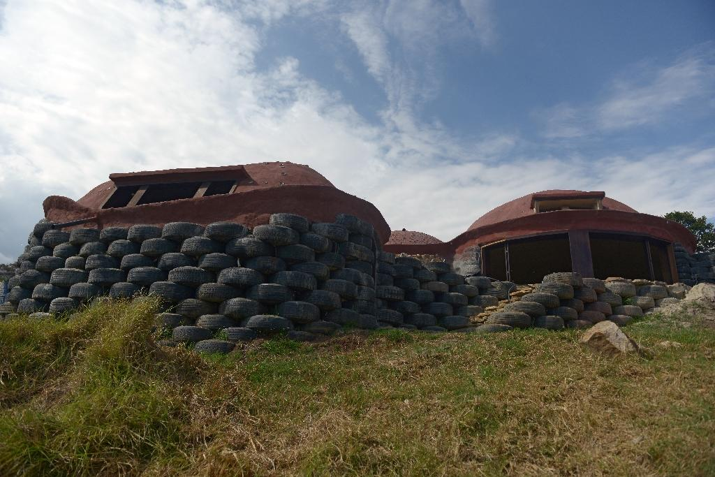 Colombia transforms old tires into green housing