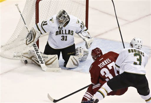 Coyotes defense paces 2-0 win over Stars