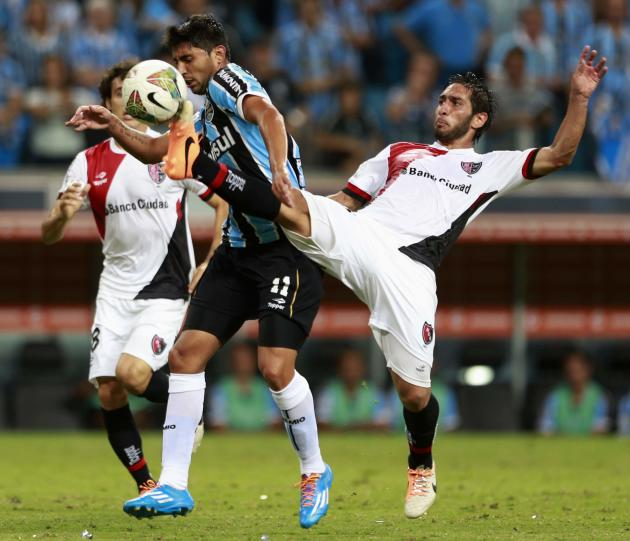 Alan Ruiz of Brazil's Gremio challenges Hernan Raul Villalba of Argentina's Newell's Old Boys during their Copa Libertadores soccer match in Porto Alegre