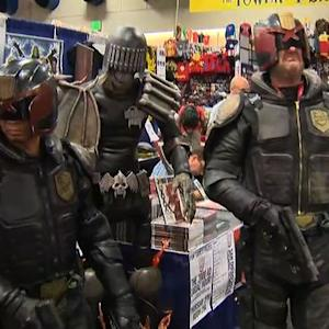 Dedicated fans turn out for 2014 Comic-Con opening day