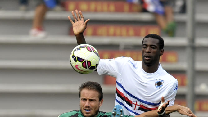 Sassuolo's Matteo Brighi, left, vies for the ball with Sampdoria's Pedro Obiang of Spain, during their Serie A soccer match at Reggio Emilia's Mapei stadium, Italy, Sunday, Sept. 21, 2014. (AP Photo/Marco Vasini)