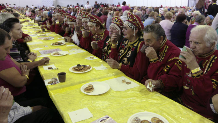 "People participate in mass tea drinking event organised by ""Siberia"" international exhibition and business centre in Krasnoyarsk"